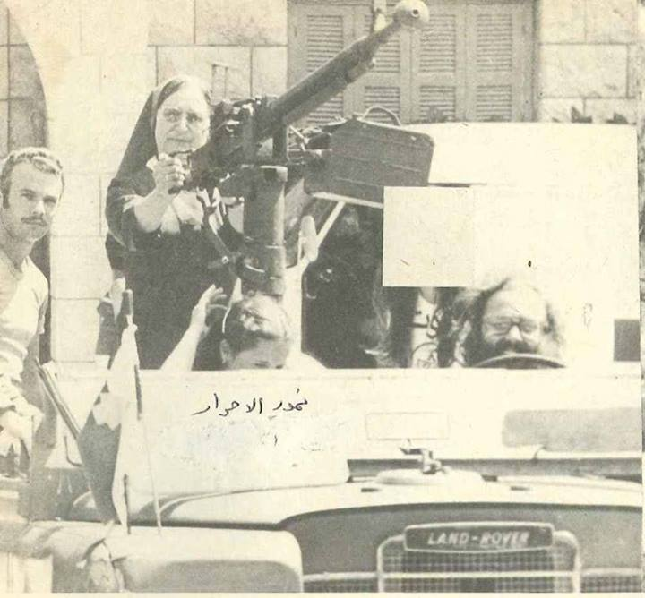 صورة لبنان: راهبة نصرانية ومدفع رشاش
